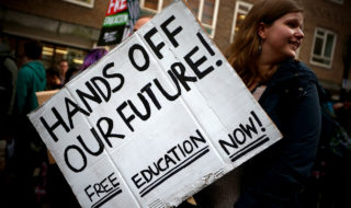 Students rally against fees (Credit: Google Images)